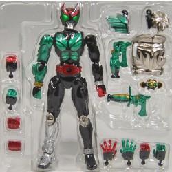 裝著變身 幪面超人 Kiva 綠裝甲