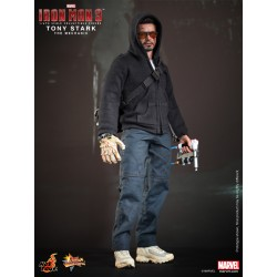Hot Toys Iron Man 3 1/6 Scale Tony Stark (The Mechanic) (FREE shipping)